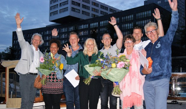 (Vlnr) Kees Ouwehand directeur bouwbedrijf, Sabine Zwaan, Nico Zwaan,Jocelyn van der Plas, Arie van der Plas, Annie van der Plas, Arjan van Beelen enKees van der Plas.