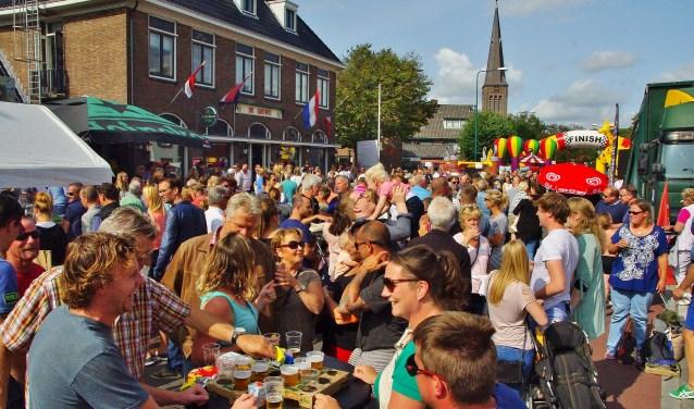 Het was een gezellige drukte voor De Gouwe. Het Springkussenfeest is allang niet meer alleen voor de kinderen de afsluiting van de zomer. | Foto's Willemien Timmers
