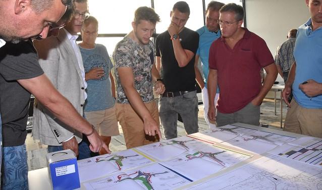 Bewoners en betrokkenen worden geïnformeerd over de plannen bij Noordwijkerweg en Voorhouterweg. | Foto: PvK.
