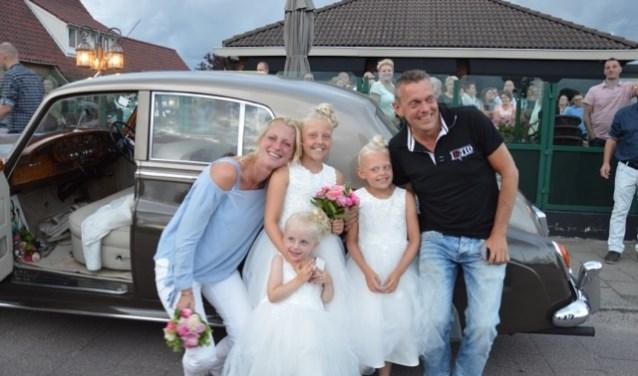 Marja, Ronald en hun drie meiden zien uit naar hun huwelijksdag. | Foto: pr