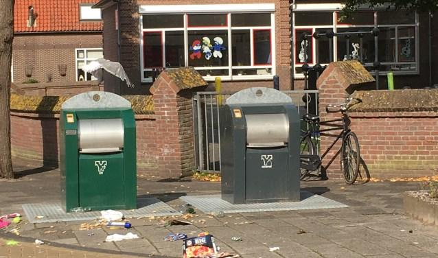 Meeuwen zijn gek op de inhoud van vuilniszakken. Gescheiden afval inzamelen daar doet deze vuilaanbieder nog niet aan. | Foto: CvdS.