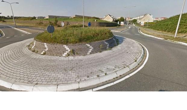 De rotonde op de Westerbaan ter hoogte van de Zeewinde wordt geadopteerd.