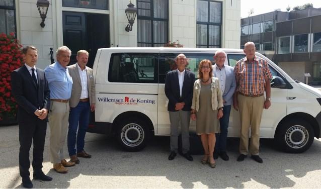 In juni ondertekenden de wethouders van de zes gemeenten nog het nieuwe contract voor leerlingenvervoer in de Duin- en Bollenstreek. Uit onderzoek van RTL Nieuws blijken in de aanbesteding gegevens van leerlingen openbaar te zijn.