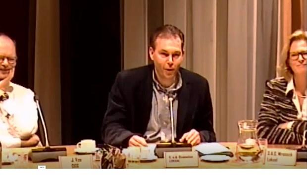 Eelke van den Ouweelen is in de afgelopen vier jaar ook fractievoorzitter van Lokaal geweest. | Bron Videotulen Gemeente Oegstgeest