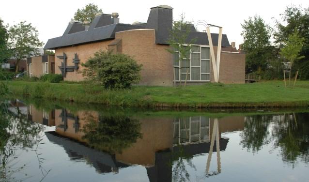 Het voormalige kerkgebouw van de Menswording op de hoek van het Heelblaadjespad en de Gallaslaan.