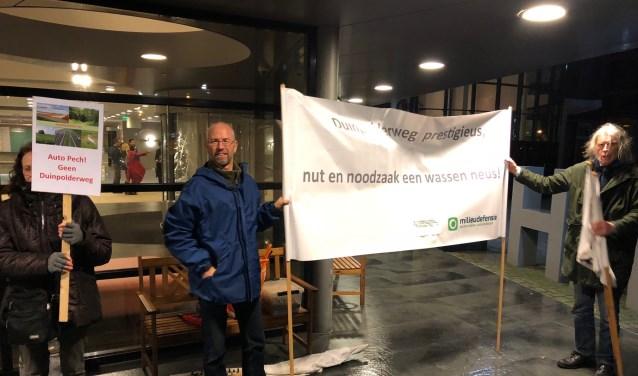 Actievoerders bij de entree van het NH Leeuwenhorst. | Foto: met dank aan BO