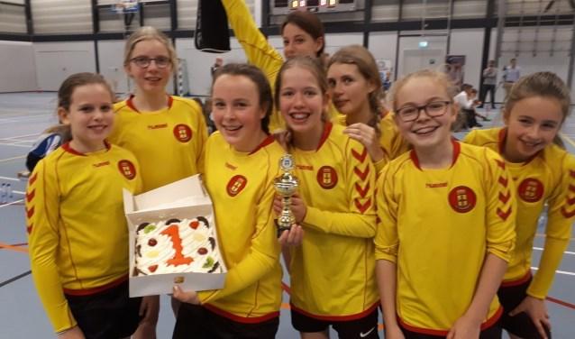 van links naar rechts: Katinka Docter, Pippa Schippers, Eeke Bunjes, Eline Heiligers, Eva Frigo, Dafne Oosterlee, Fiene Janssens en Sara Luigies.