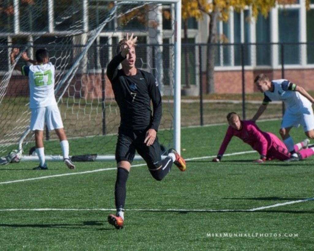 In één van de laatste thuiswedstrijden scoorde Lodewijk zijn eerste hattrick.   Foto Mike Munhall Foto: Mike Munhall © uitgeverij Verhagen