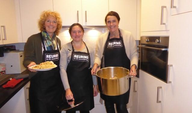 Van links naar rechts: Christina Osinga, kok van de avond Maria, Els Troch. | Foto en tekst: Ina Verblaauw