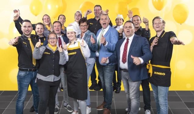 Ondernemer Peter de Jong en zijn Oegstgeester Jumbo-team. | Foto PR