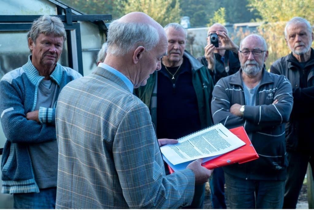 Wethouder Jeff Gardeniers leest voor uit het juryrapport.  Foto: Johan Kranenburg © uitgeverij Verhagen