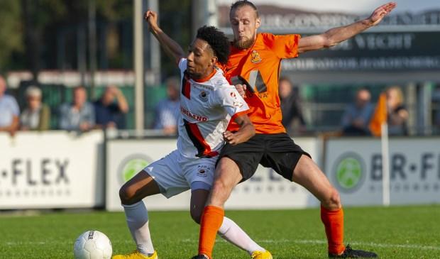 Steven Sanchez Angulo Ferreira in gevecht met Kevin Gortz van Hardenberg/ | Foto: OrangePictures
