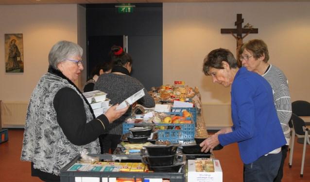 Voor de uitgifte van de pakketten maakt de Voedselbank gebruik van het Franciscus Huis bij de Agathakerk, maar voor de inbreng van levensmiddelen zoekt men nog naar een oplossing.
