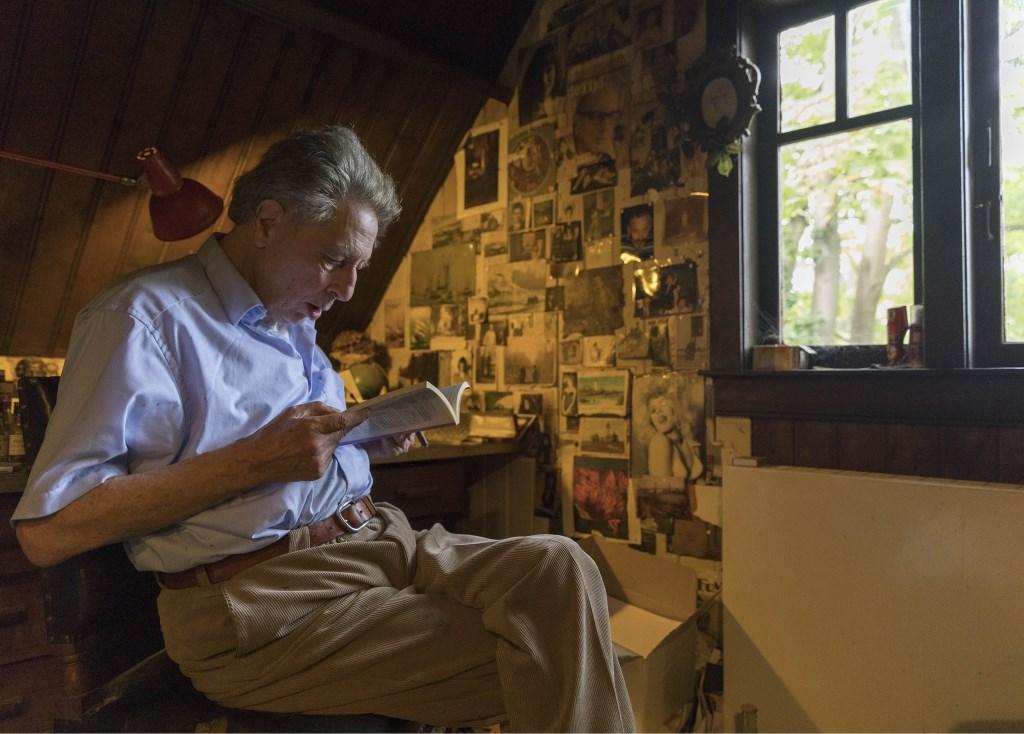 Maarten Biesheuvel in zijn huis Sunny Home Leiden  © De Leydenaer