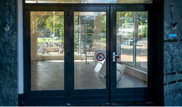 Het pand van Ibo's Mini Market 't Oude Dorp staat sinds 1 oktober leeg.