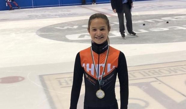 Angel Daleman met een van haar medailles.