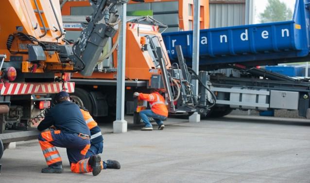 Inspectie van de strooiwagens bij Meerlanden.