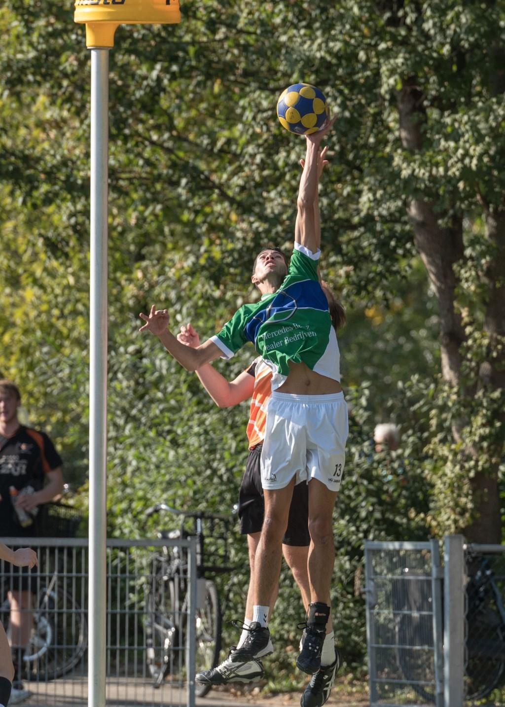 : Nick van der Zee speelt hoog spel, Foto: Willem Zwanenburg © uitgeverij Verhagen