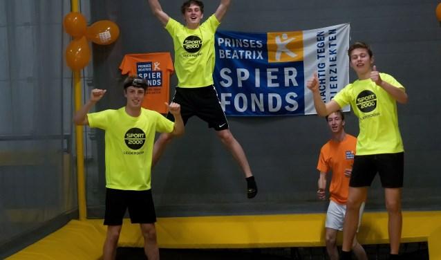 Jesse van Vliet, Kasper Berkhout, Erwin van der Windt en Rik Falhaber hielden 24 uur lang een trampoline in beweging.