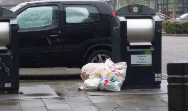 De gemeente wil onder meer onderzoeken hoe het komt dat bij sommige brengparkjes het afval er vaak naast wordt gezet, terwijl bij andere het altijd netjes blijft.