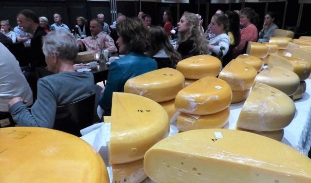 Een volle zaal tijdens de prijsuitreiking van de kaaskeuring Rondom Leiden. | Foto: pr.