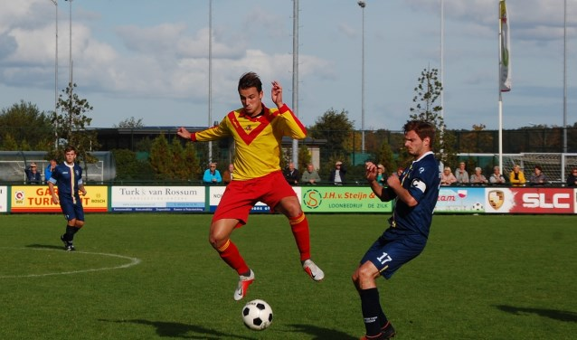 Dick Verhoeven was sterk aan de bal en bereidde de 1-0 van Jeffrey van der Geest voor.   Foto: Trudy van den Berg