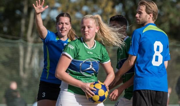Simone Laman bracht de wedstrijd nog op 14 - 14.