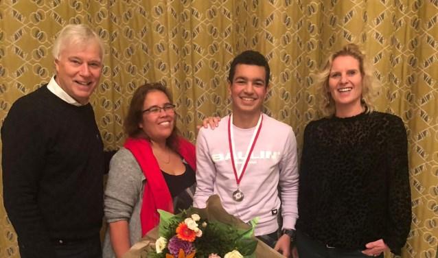 Dick van der Bijl (Voorzitter RCL), Mandy Pieterson (Bestuurslid RCL), Shahroch Ramez en Irene van Kuijk (Teamleider Da Vinci College).