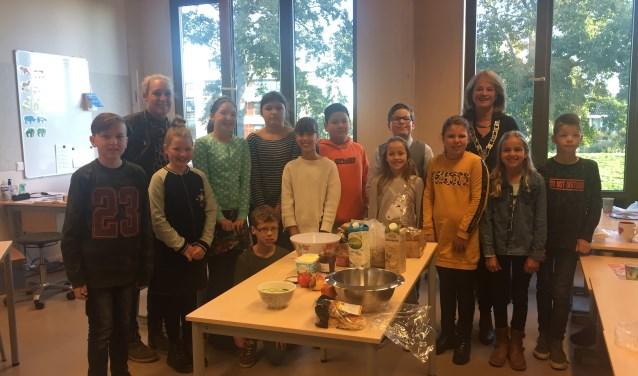 Een gezellig ontbijt in de klas, samen met de burgemeester. Dat vonden de leerlingen tof!
