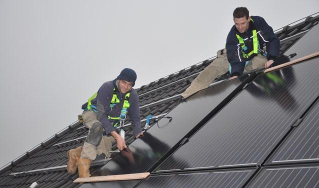 Op het gemeentehuis van Lisse zijn al zonnepanelen aangebracht. Ook steeds meer bewoners laten dit doen.