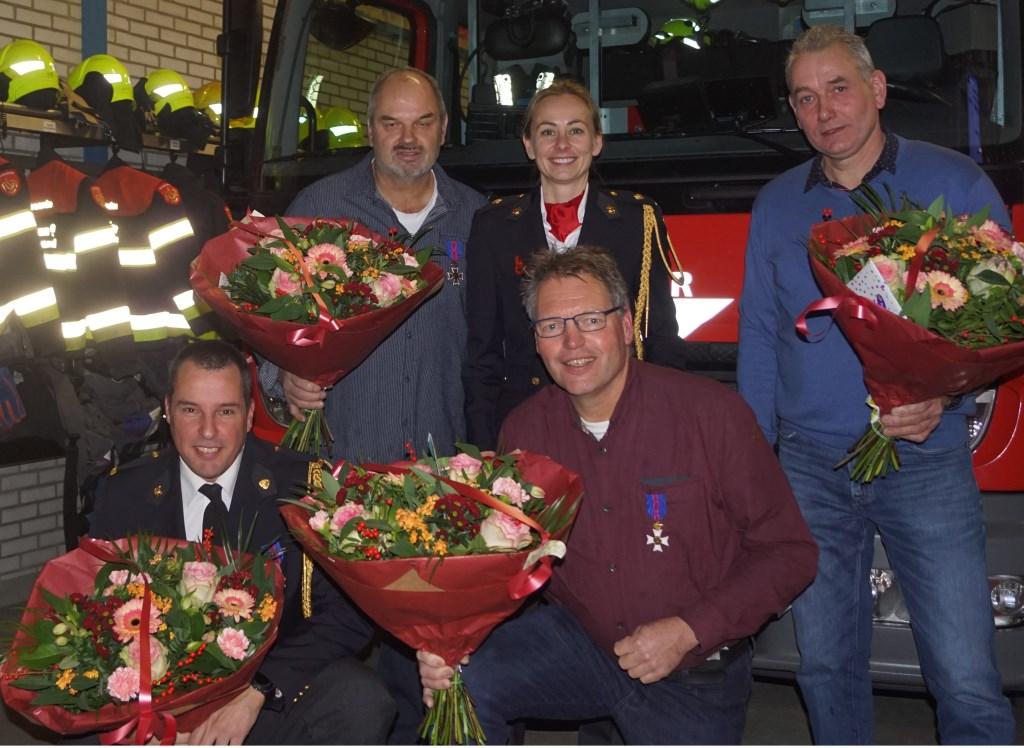 Alle jubilarissen bij elkaar met clustermanager Annette Klitsie.  © uitgeverij Verhagen