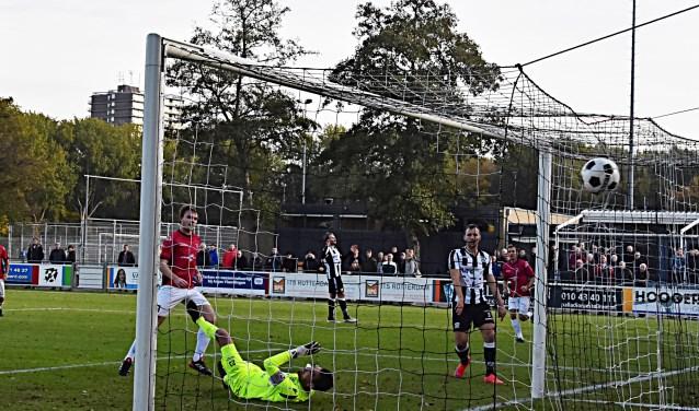 Max van Steen scoort de 0-1. | Foto: PR