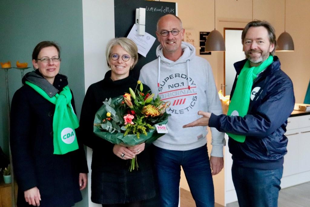 Bloemen voor het echtpaar Hans en Angelique Gestman.  Foto: PR © uitgeverij Verhagen