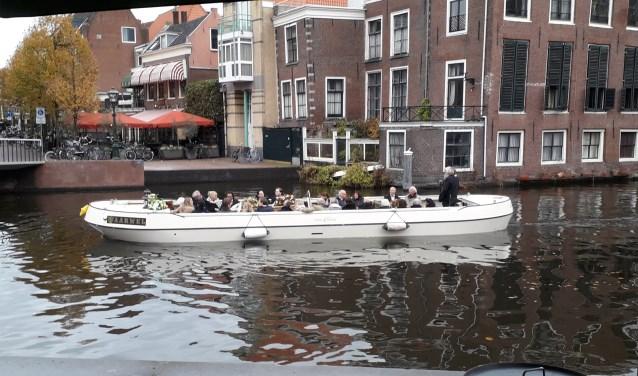 Een stijlvol einde per klassieke boot.