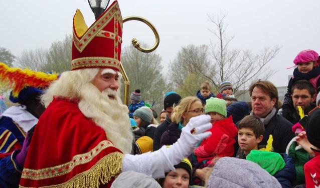 De Sint werd hartelijk begroet. | Foto's Willemien Timmers