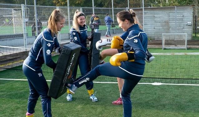 Op het pannaveldje kun je een scala van sporten beoefenen, waaronder ook kickboksen. | Foto: J.P. Kranenburg