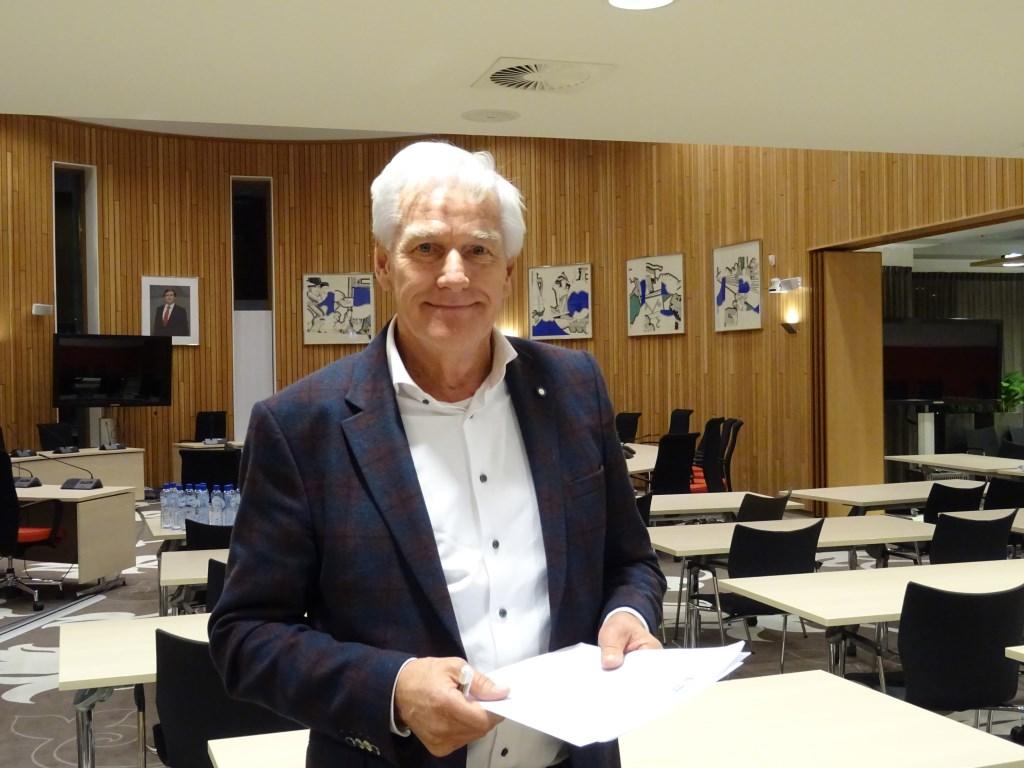 'Dicteetijger' Bert Jansen uit Bussum was de overall winnaar van het 7e Groot Leiderdorps Dictee.   Foto: Corrie van der Laan © uitgeverij Verhagen
