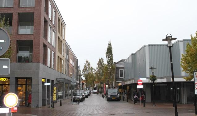 Links De Madelief, rechts het deel waar wellicht hoogbouw komt die hoger is dan het gebouw van De Madelief.