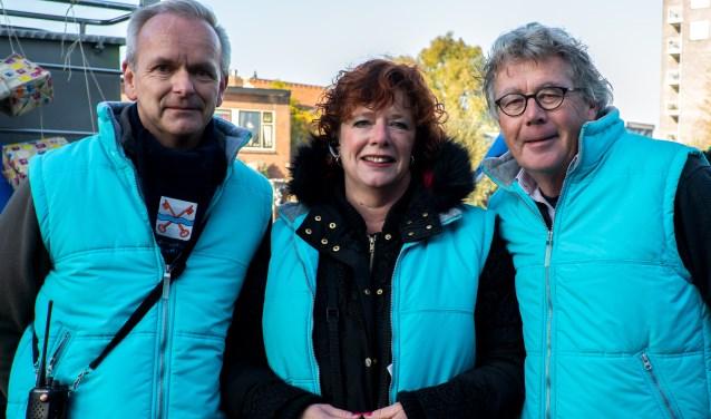 V.l.n.r. Marco Borst, Annemiek de Groot en Marten Brederode van de St. Intocht Sint Nicolaas. | Foto: J.P. Kranenburg