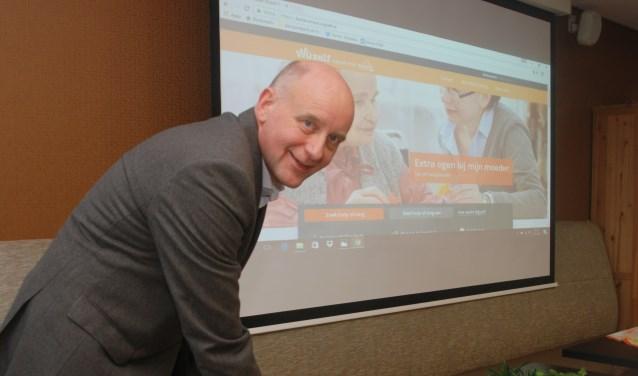 Wethouder Arno van Kempen lanceert in het voorjaar van 2017 de website Wijzelf Bollenstreek. | Tekst en foto: Piet van Kampen