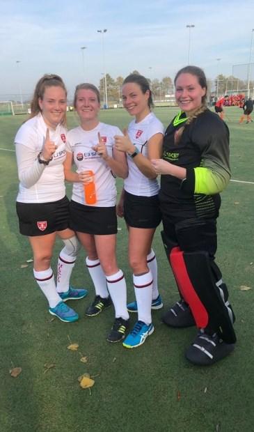 Vlnr: de doelpuntenmaaksters Anne van Tol, Michelle Wijnhout, Tess van Bochove en op rechts keeper Laura Vos