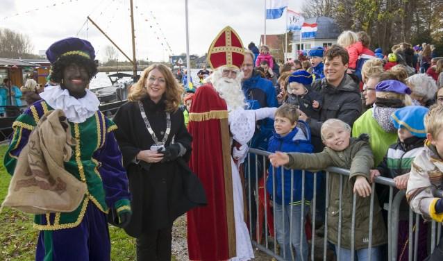 De Sint bij aankomst in Warmond in 2016. | Foto: archief
