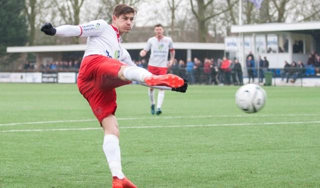 Tjeerd Westdijk brak de ban en maakte de eerste goal tegen Jong Groningen.  | Foto: OrangePictures