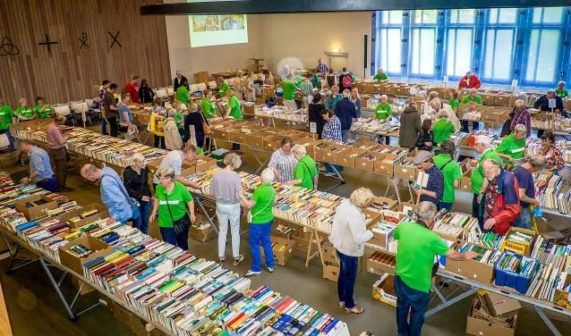 Er kan weer gesnuffeld worden tussen vele duizenden boeken. {Archieffoto: J.P. Kranenburg)