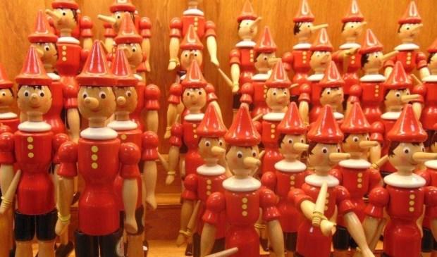 Pinocchio-figuren sierden de voorpagina van het omstreden krantje. | Foto: Cor de Mooy