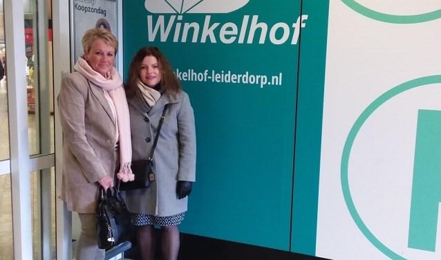 Annelies Hoedt en Mariëtte Meulman in Winkelhof.