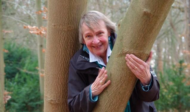Margreet Wesseling bij Boerhaaves Tulpenboom bij Kasteel Oud-Poelgeest. | Foto Willemien Timmers