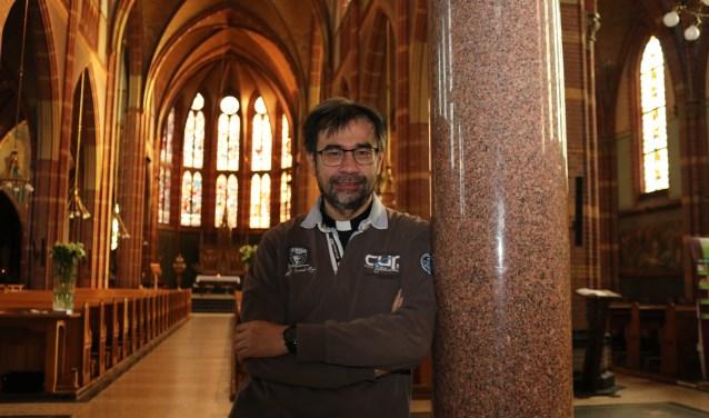 Stephan Kuik in de St. Agathakerk te Lisse.