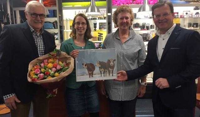 Chris Balkenende, Inge-Marij van der Schrier, Anneke van der Heiden en Paul Müller bij de uitreiking.