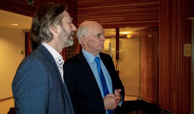Jeff Gardeniers (rechts) nam donderdag 13 december afscheid van politici, ambtenaren en relaties met een goed bezochte receptie in het Leiderdorpse gemeentehuis.